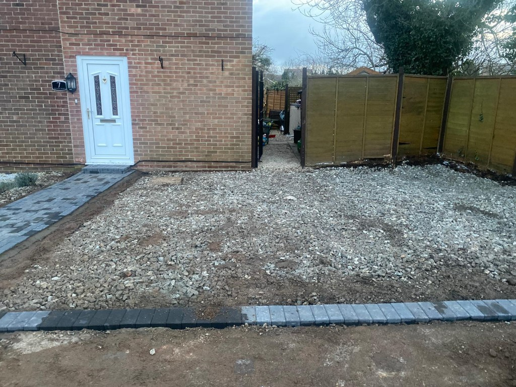 Gravel Driveway with a Paved Footpath in Tewkesbury, Gloucestershire (1)