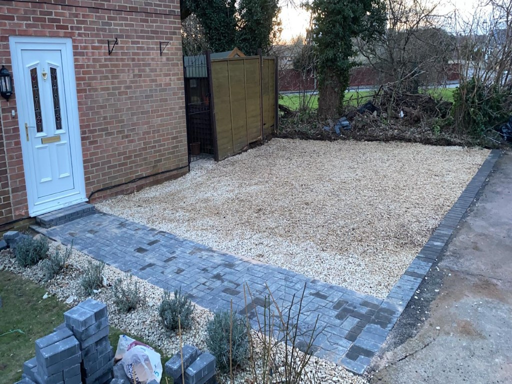 Gravel Driveway with a Paved Footpath in Tewkesbury, Gloucestershire (3)